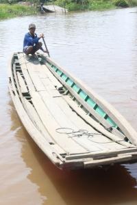 Perahu yang digunakan dari tempat kami tinggal menuju sekolah