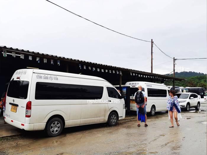 Mobil antar jemput dari dermaga ke lokasi hotel masing-masing