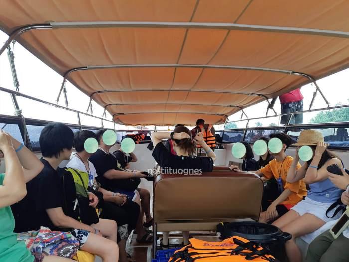 Suasana di dalam speed boat